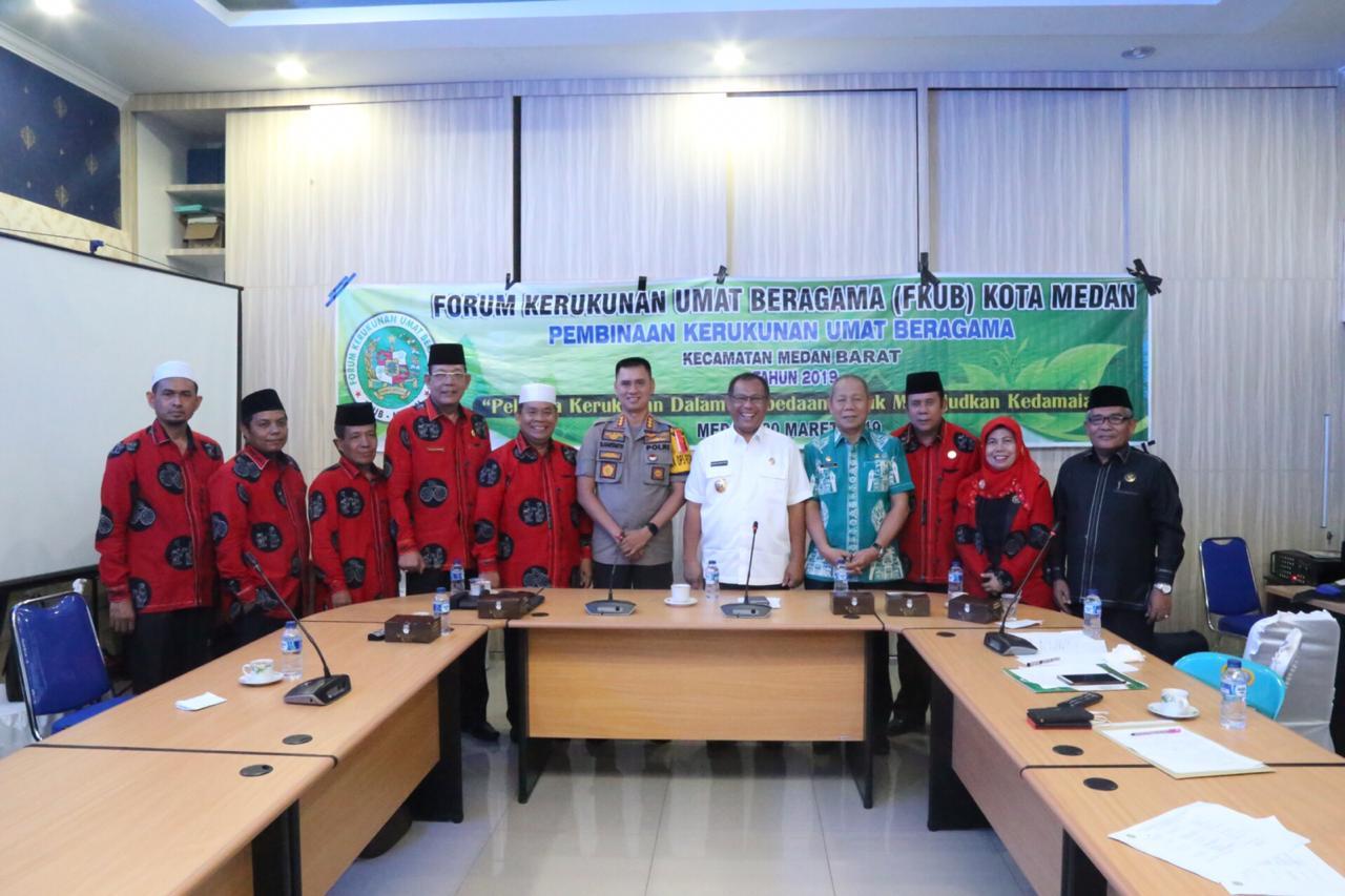 DUKUNG:Kapolrestabes Medan Kombes Pol Dr Dadang Hartanto,SH,SIK,MSi foto bersama dengan Wakil Walikota Medan dan pengurus Forum Kerukunan Umat Beragama (FKUB) Kota Medan.