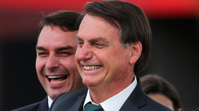 Chega de mimimi, vacina só na casa da tua mãe, frases de Bolsonaro é para tirar foco da mansão de Flávio