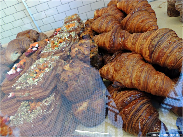 Mr. Holmes Bakehouse: Croissants y Daneses
