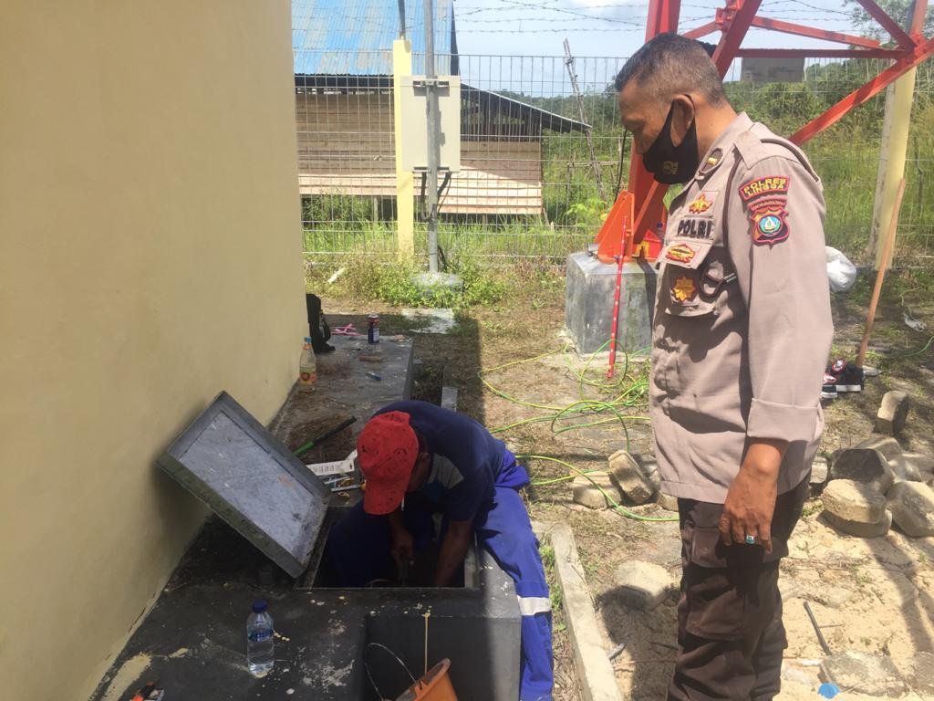 Perlancar Komunikasi, Sitipol Polres Lingga bersama Tim Bid.TIK Polda Kepri Lakukan Perbaikan Jaringan Komunikasi Polri