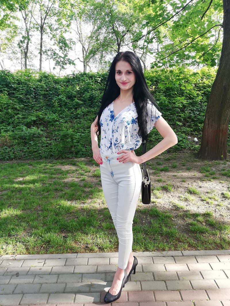 Orsay biała bluzka w niebieskie kwiaty