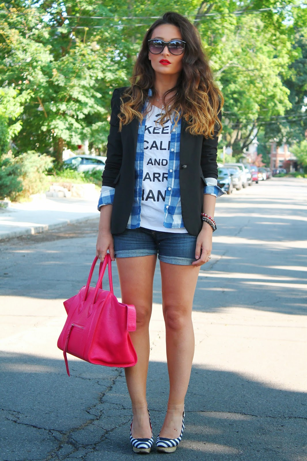 summer outfit, red handbag, how to wear blazer in the summer, how to wear denim shorts, how to laye in the summer, blogerke, moda, letnja moda, canadian fashion blogger, toronto street style