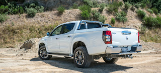 Review of New Mitsubishi Triton Ultimate AT Dual Cabin 4WD 2019: Side view