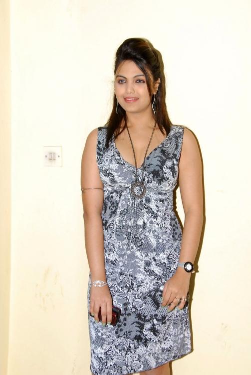 Priyanka tiwari sexy photoshoot