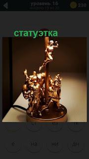 статуэтка на подставке лампы