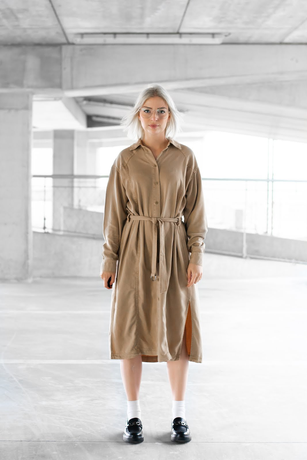 Chunky loafers, sacha shoes, edgy dress, weekday, jurk, casual, oversized, minimal, street style