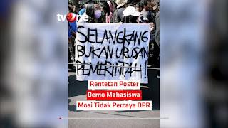 Tulisan Kocak Waktu Demo Mahasiswa di Depan Gedung DPR 19
