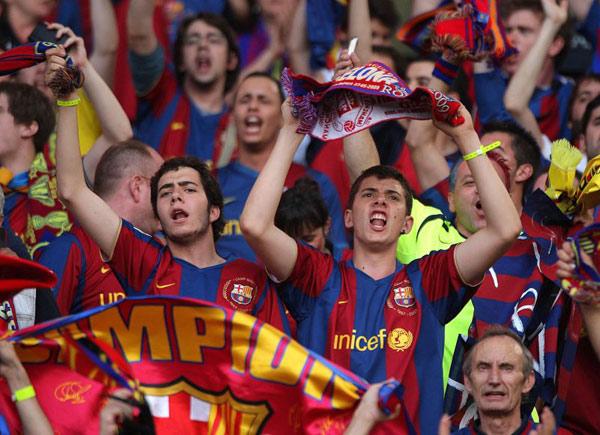 Ngắm áo đấu 'đạo Croatia' bị chê 'xấu' của Barca mùa tới