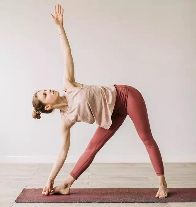 Triangle-Yoga-Pose-or-Trikonasana