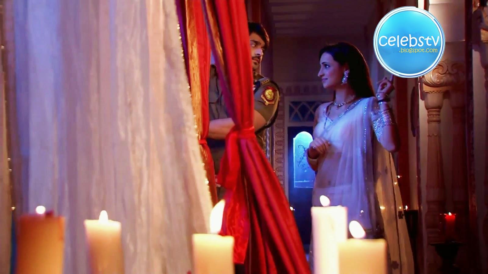 Sanaya Irani Sexy Seducing Scene From Rangrasiya - Sexy -7027