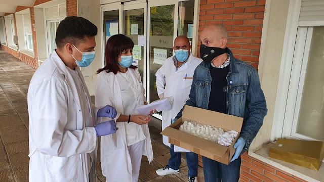 Un vecino de Villarcayo donó esta semana 50 envases de desinfectante no toxico sin alcohol para mascarillas y material sanitario a distintos organismos