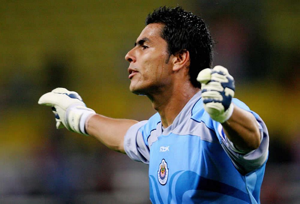Se está cocinando el regreso de Oswaldo Sánchez al club.