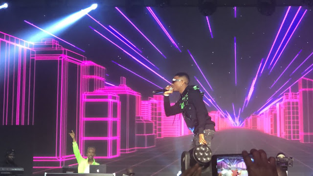 Watch The Moment Wizkid Surprised Fans At 2Baba Live 🙌🏾🙌🏾