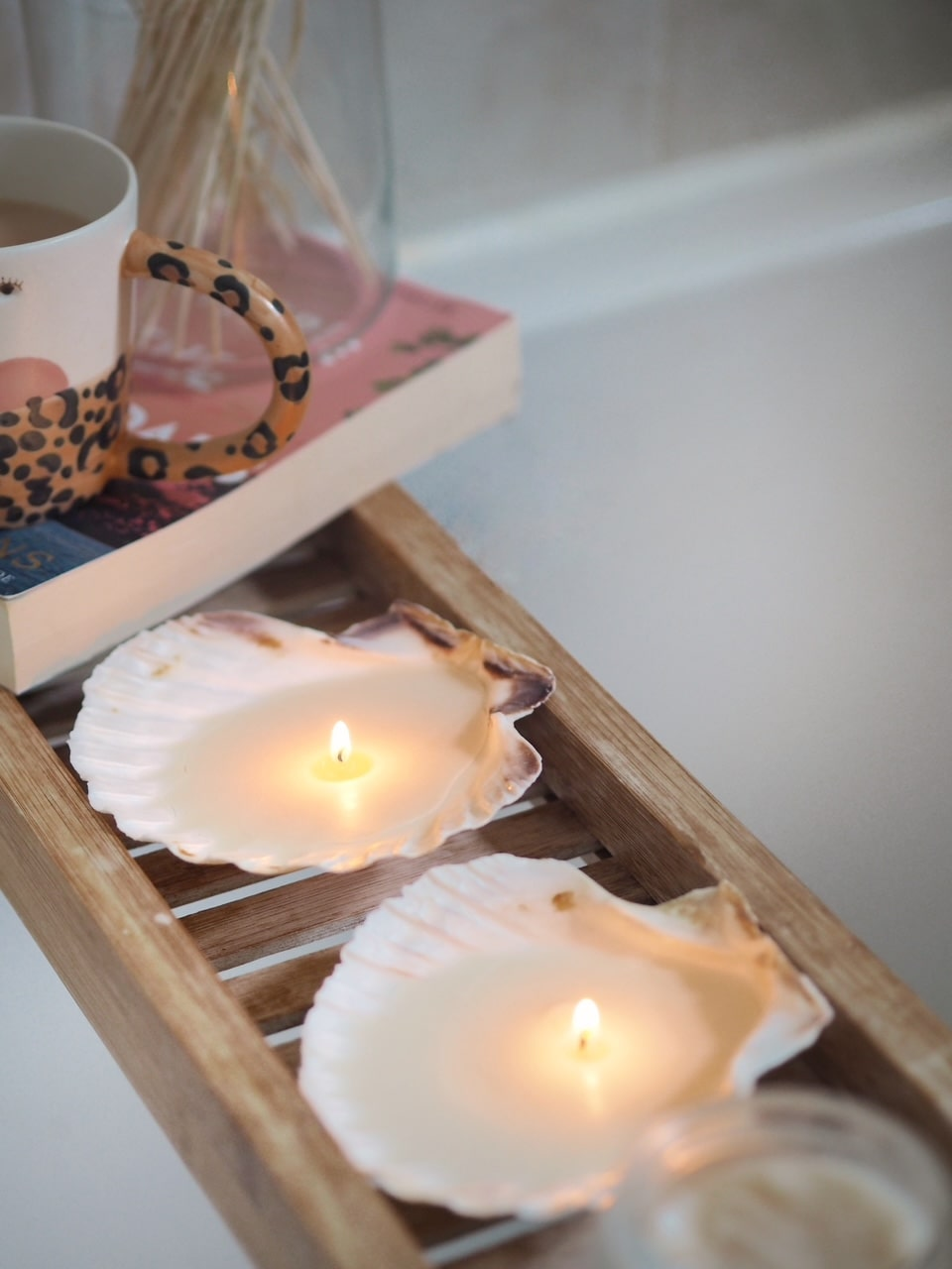 How to make your own DIY shell using wax and tea lights. Simple crafting project to create a stylish, budget candle for your home
