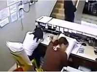 """Tertidur Pulas di Kantor, Dua Wanita Ini Tak Sadar Ada """"Sosok Mengerikan"""" Terekam Kamera CCTV"""