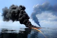 Macondo-katastrofen i Mexico-golfen 2010. (Fritt tilgjengelig bilde tatt av en ansatt i det amerikanske forsvaret)