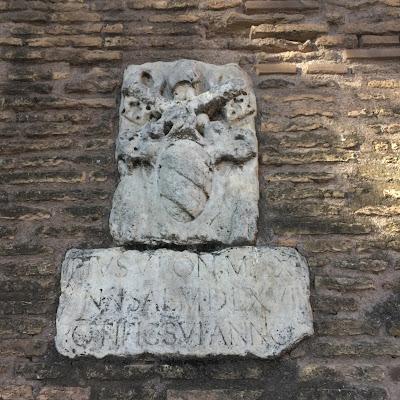 San Pio V Mura Vaticane stemma