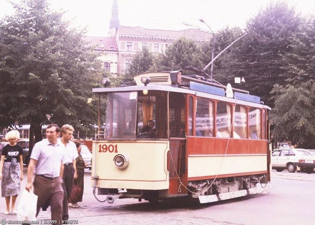 1990 год. Рига. Ретро-трамвай следует с улицы Кр. Барона на улицу Радио.