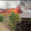 Rumah Warga di Selensen Terbakar, Masyarakat dan Babinsa Berjibaku Padamkan Api