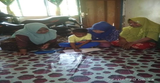 Guru Mendatangi Peserta Didik ke Rumahnya supaya pembelajran terus berlangsung