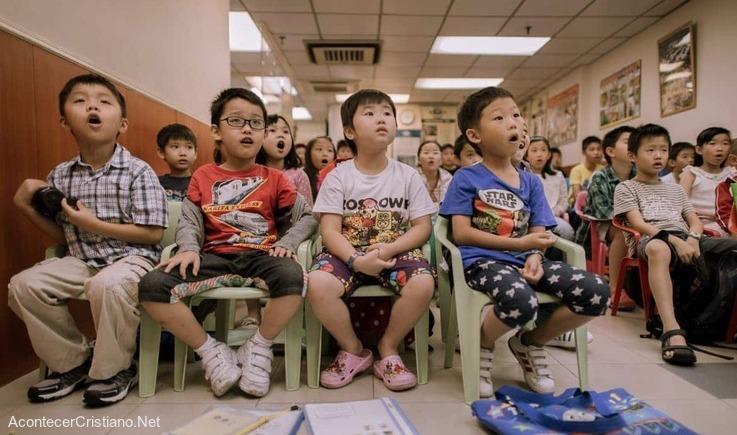 Niños chinos en escuela