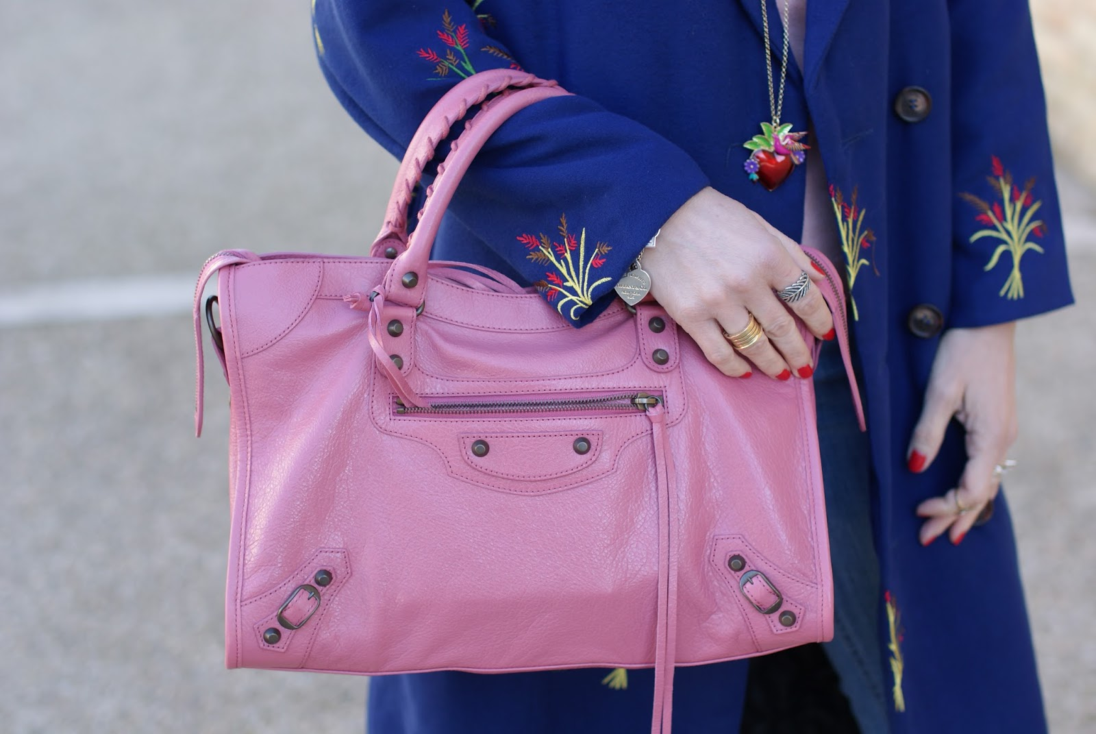 Tommaso Lonardo necklace and Balenciaga City bag in rose hortensia on Fashion and Cookies fashion blog, fashion blogger style