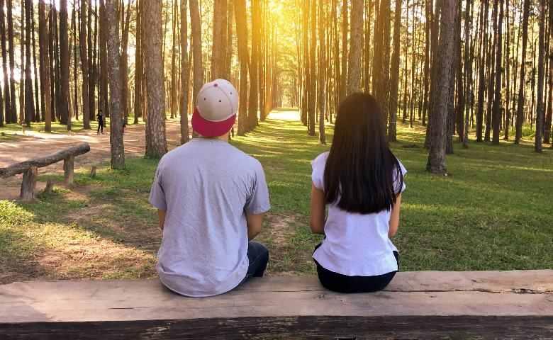 10 Tanda Cowok Cuek Tapi Sebenarnya Sayang Sama Kamu