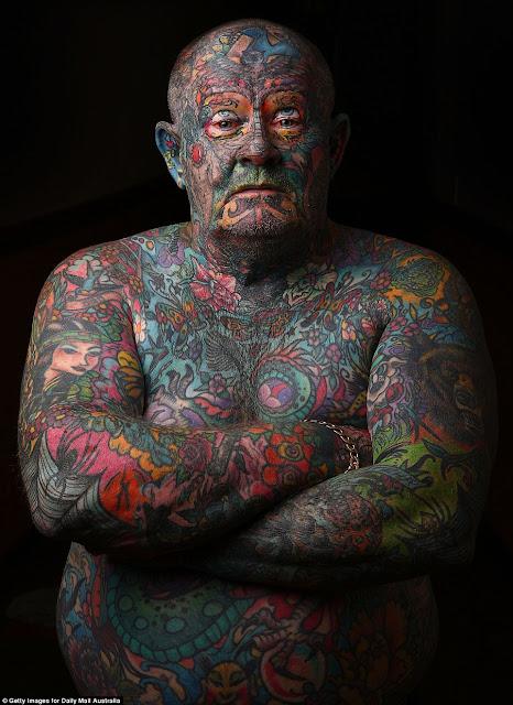 John Kenney si Manusia Tato (tubuh bahkan Mata dan Lidah pun ikut di Tato)