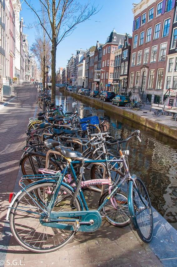 Canales y bicicletas en diez cosas que ver en Amsterdam