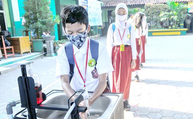 Banyak Siswa Tertular Corona Usai Sekolah Kembali Dibuka, Kebijakan Nadiem Kembali Dikritik