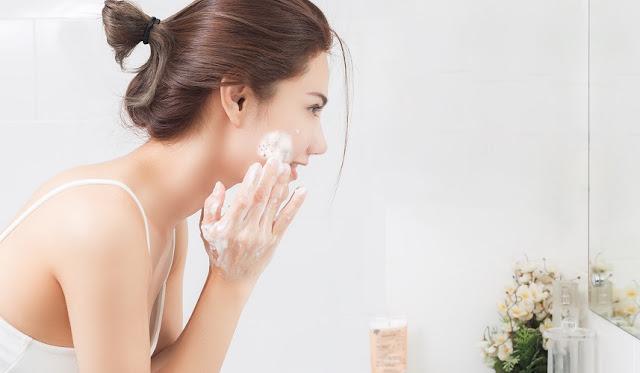 Les erreurs qu'on commet en se lavant le visage