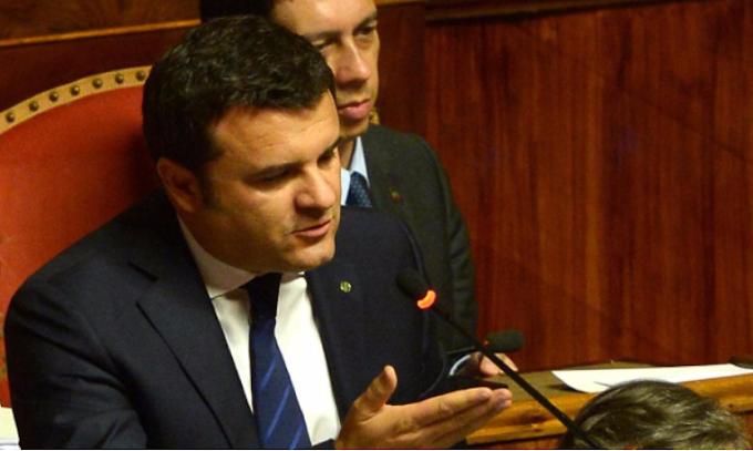 L'ex ministro Centinaio pronto a violare il coprifuoco in Lombardia