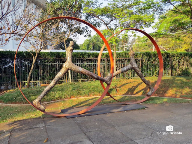 Close-up da Escultura Reencontro no Tempo - MuBE - Jardim Europa - São Paulo