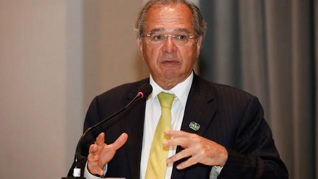 """""""Paulo Guedes não apita em política"""", diz Bolsonaro em encontro"""