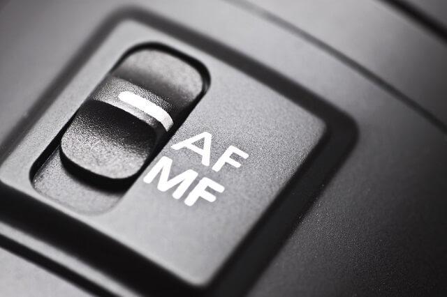التركيز التلقائي أم التركيز اليدوي أيهما أفضل في كاميرات DSLR؟
