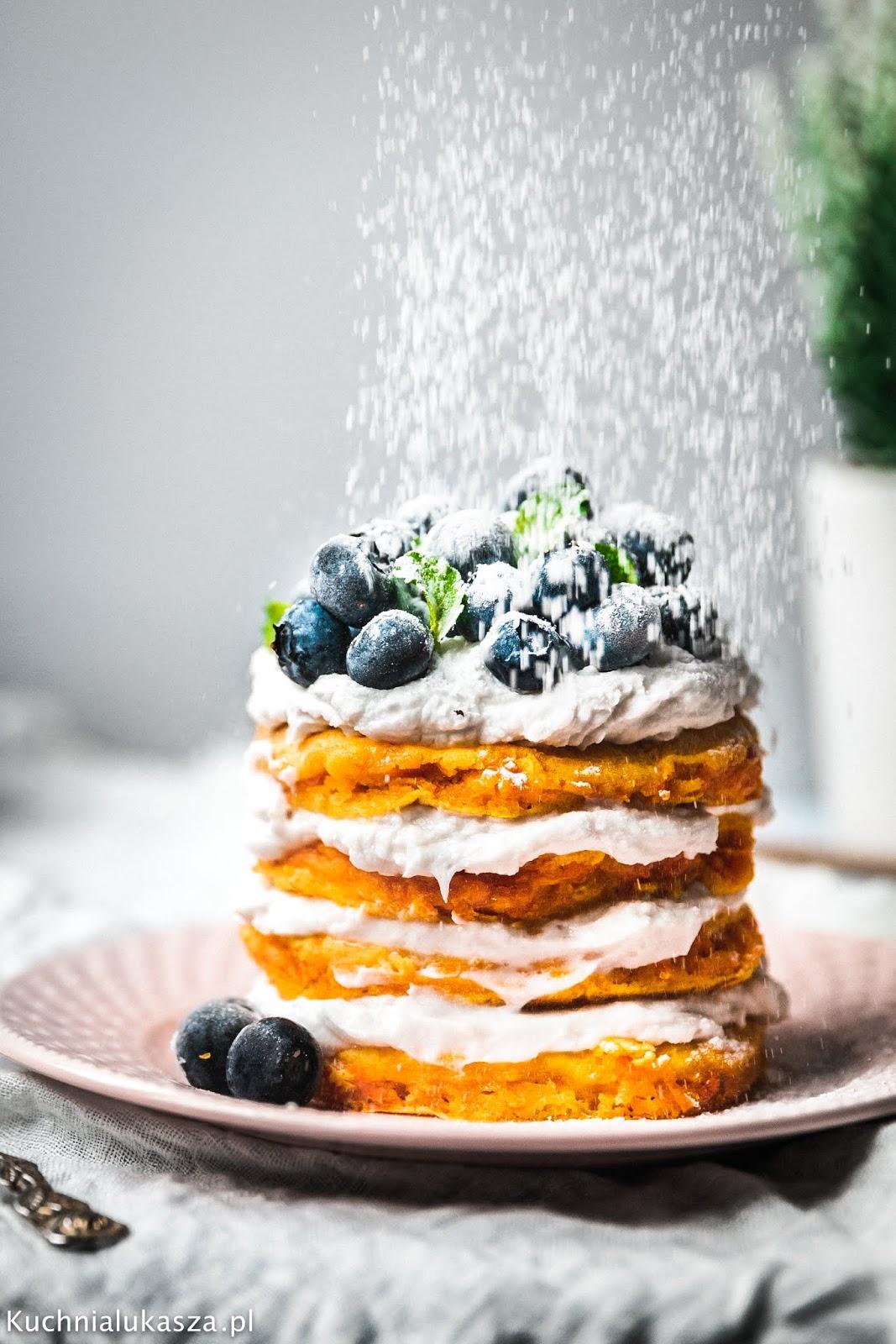 Marchewkowe pancakes z kremem kokosowym