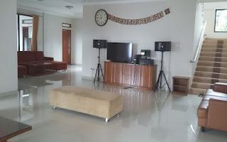 villa 11 kamar yang ada kolam renangnya