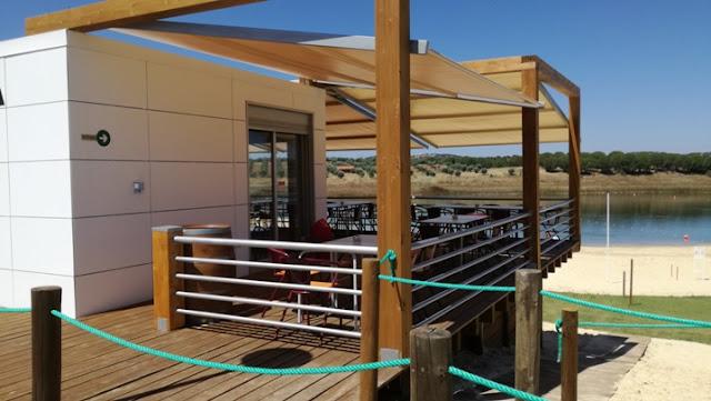 Esplanada do  bar/restaurante Amieira