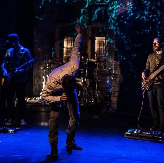 "MIND DEPARTURE: Δείτε το νέο lyric video του ""Confrontation"" (Live performance)"