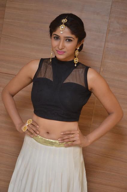 pics of Roshini Prakash hot navel
