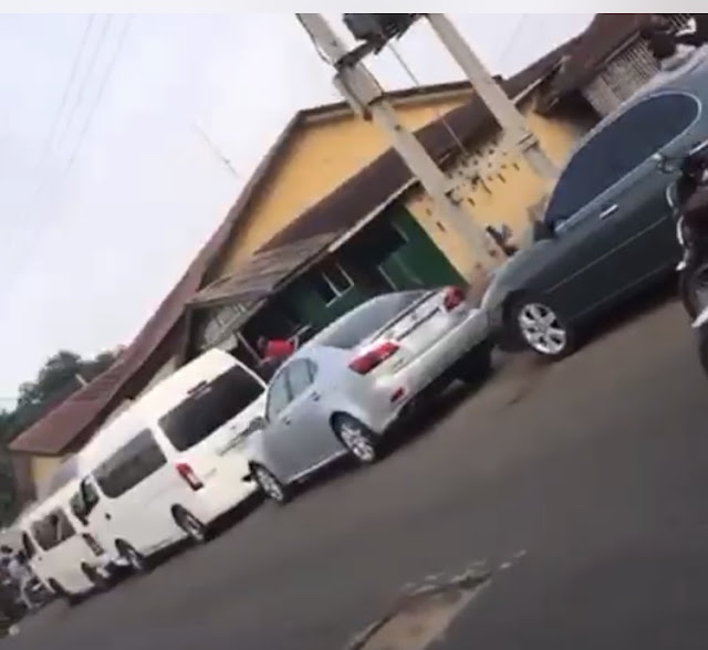 BREAKING: EFCC invades Ogbomoso, seizes more than 20 cars (Video) (Photos)