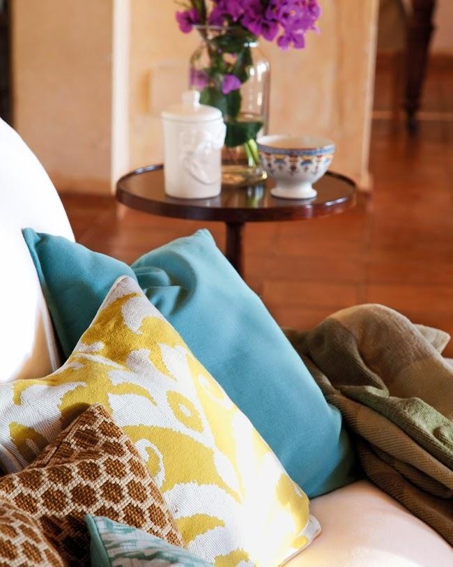 Dom ze wspaniałym ogrodem i jadalnią na świeżym powietrzu, wystrój wnętrz, wnętrza, urządzanie domu, dekoracje wnętrz, aranżacja wnętrz, inspiracje wnętrz,interior design , dom i wnętrze, aranżacja mieszkania, modne wnętrza, styl klasyczny, classic style, styl rustykalny, taras, ogród, patio, weranda, salon