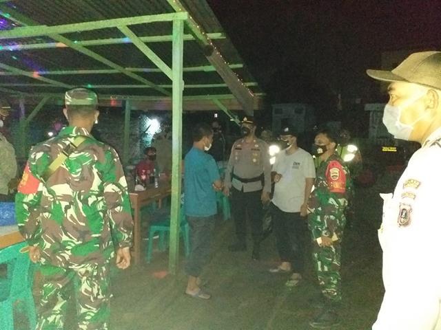 Patroli Dengan Razia Tempat Keramaian DIwilayah Kodim 0207/Simalungun Dilakukan TNI-Polri Dan Muspika