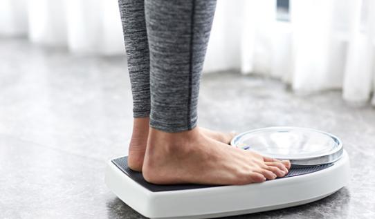 7 Cara Menurunkan Berat Badan Secara Alami & Efektif