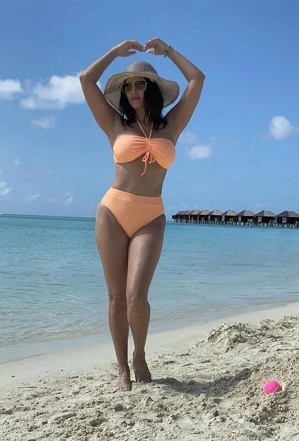 Sunny Leone flaunts her sexy body in bikinis and swimsuit while on a vacation in Maldives.