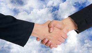 Ilustrasi berjabat tangan dengan kawan oleh Geralt dari pixabay.com