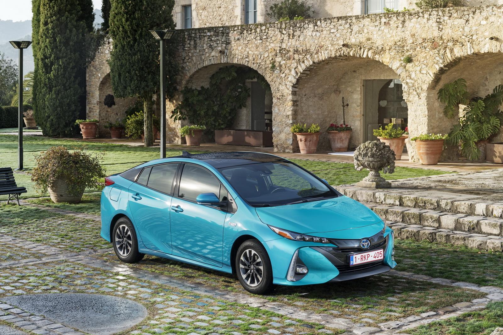 2016 - [Toyota] Prius IV - Page 14 2017-Toyota-PriusPHEV-53