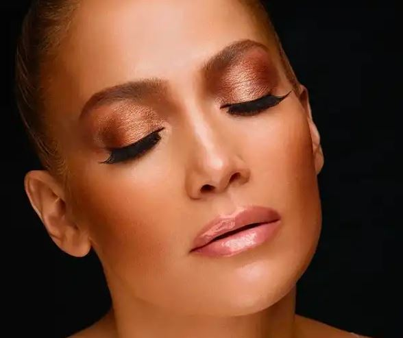This makeup photo of Jennifer Lopez is all you need to start your afternoon with