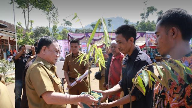 KABUPATEN KONSERVASI Lingkungan Alam Lestari masyarakat Lampung Barat sejahtera
