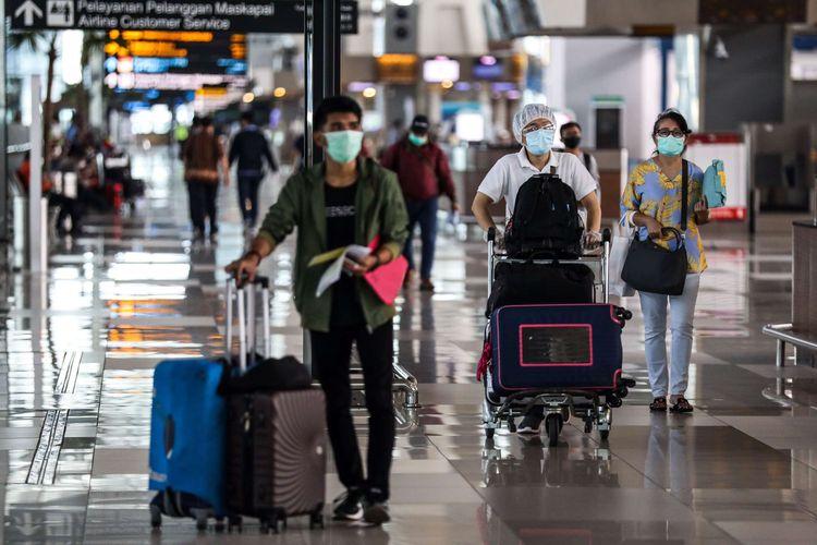 Cegah Penumpang Pria Menyamar, PAN Usul Petugas Bandara Buka Cadar Penumpang Wanita
